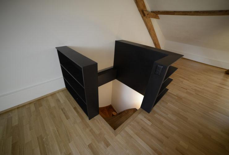 Dachstockausbau , Boden verlegen Treppenabschlussmöbel Treppe Saniert